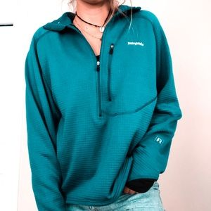 Patagonia sweater size L! Blue!